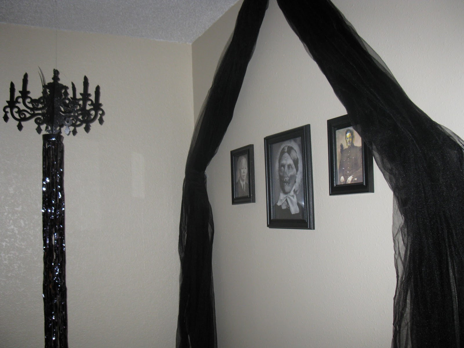 easy to do halloween decorations identity magazine. Black Bedroom Furniture Sets. Home Design Ideas