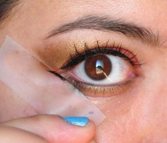 32-Makeup-Tips-That-Nobody-Told-You-About-eye-stencil