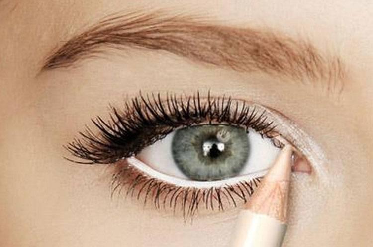 Make-Eyes-Look-Big-with-white-eyeliner