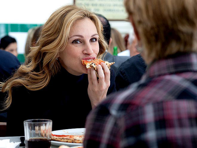 julia robert eating pizza