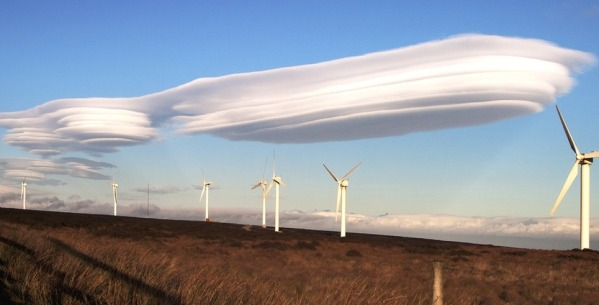 amazing-cloud-formations-you-wont-believe-are-real-1-lenticular-clouds