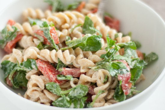 arugula-red-pepper-pasta-salad-1-550x368