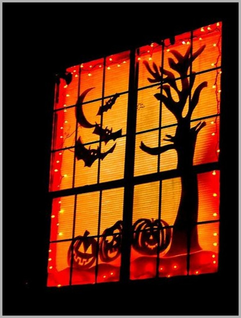7-Scary-Decorate-Ideas-for-Windows-With-Silhouettes-On-Halloween-silhouettes-bats-and-pumpkins