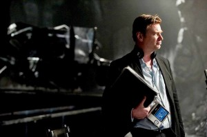 Christopher-Nolan-on-the-set-of-The-Dark-Knight-Rises-2012-Movie-Image-21