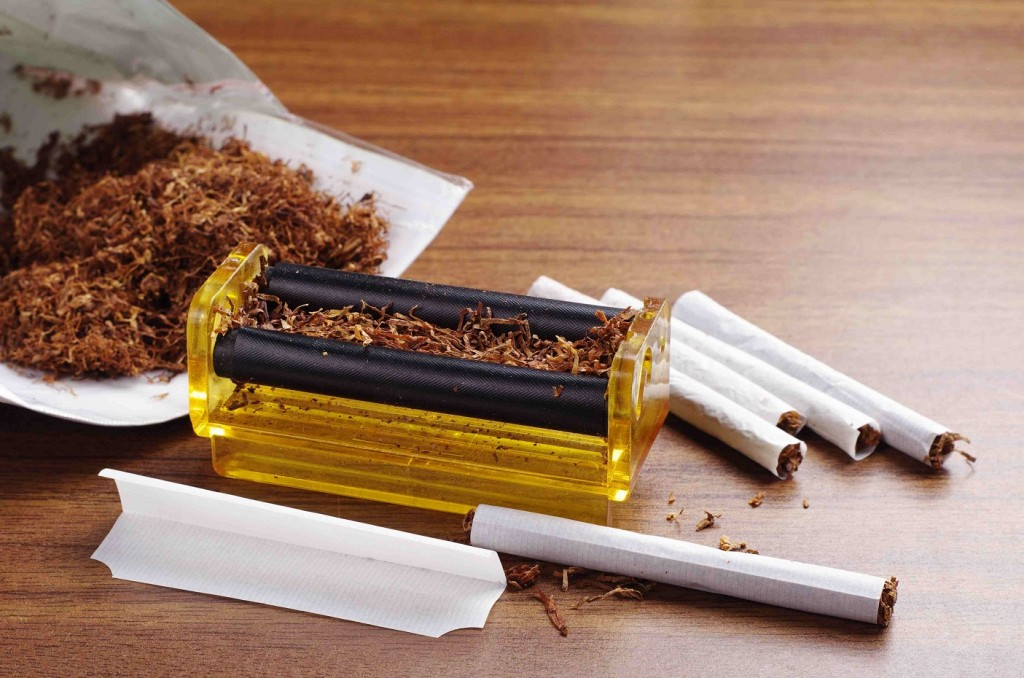 Cigarette_rolling_machine-compressed