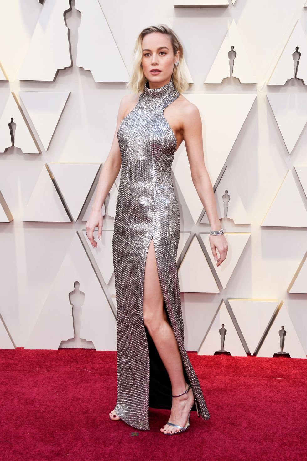 a0275ea9d6a9d The beautiful actress looked stunning in the pretty one leg out shiny  silver gown from head to toe